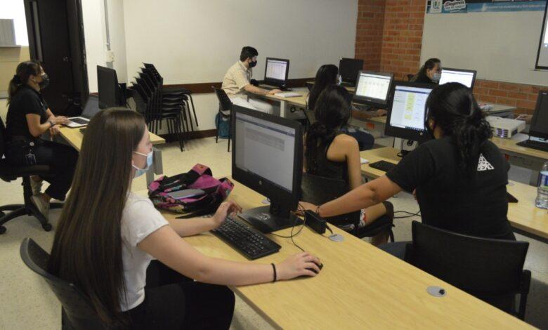 Jóvenes ibaguereños se benefician con 40 becas de educación superior 3
