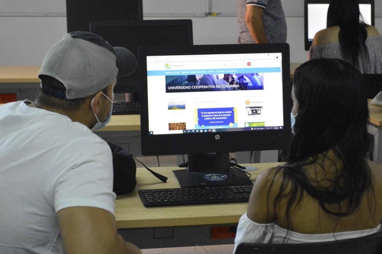 Jóvenes ibaguereños se benefician con 40 becas de educación superior 4
