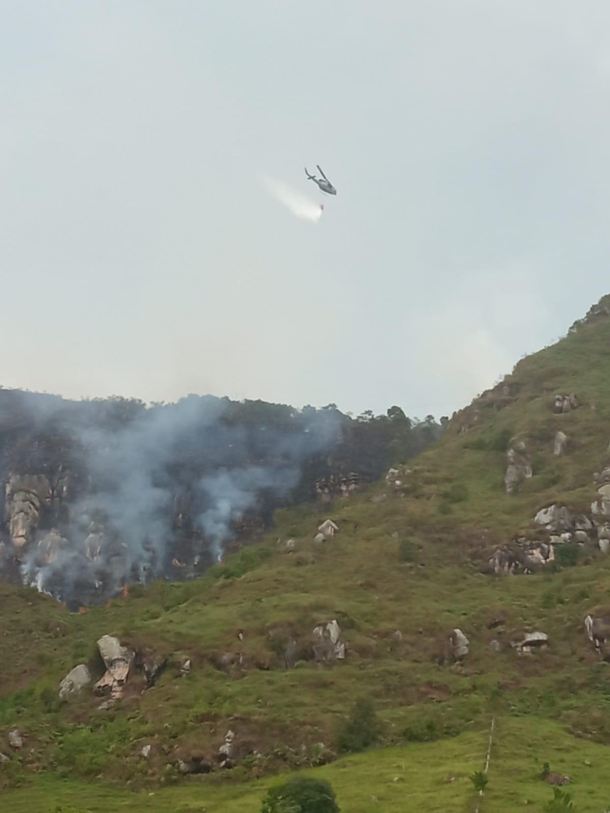 Aún no apagan incendio forestal en Melgar, Tolima 6