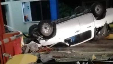 Camioneta se estrelló contra peaje del norte 2